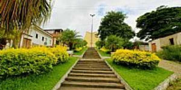 Santo Antônio do Glória-MG-Escadarias da Igreja no meio da praça-Foto:sgtrangel