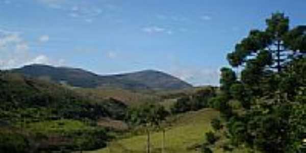 Fazenda Boa Esperança e Serra da Cachoeira Alegre em São Domingos da Bocaina-MG-Foto:Marcio Lucinda