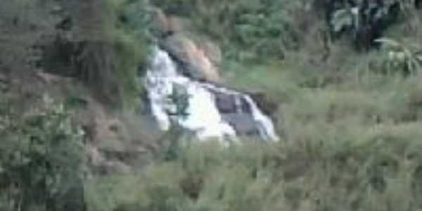 cachoeira São Domingos das Dores , Por joao gualberto