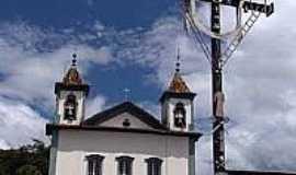 São Gonçalo do Rio Abaixo - Vista do Cruzeiro com a Igreja Matriz de São Gonçalo ao fundo-Foto:Mauricio_veiga