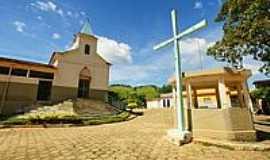São João da Sapucaia - Cruzeiro e  Igreja-Foto: sgtrangel