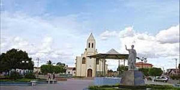 São João das Missões-MG-Praça São João e Igreja-Foto:novoreporter.com.br