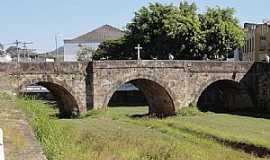 São João Del Rei - São João Del Rei-MG-Ponte de Pedra no Centro Histórico-Foto:Paulo Yuji Takarada