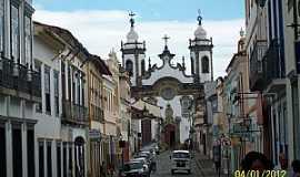 São João Del Rei - São João Del Rey-MG-Rua Getúlio Vargas e ao fundo a Catedral de N.Sra.do Carmo-Foto:Josue Marinho