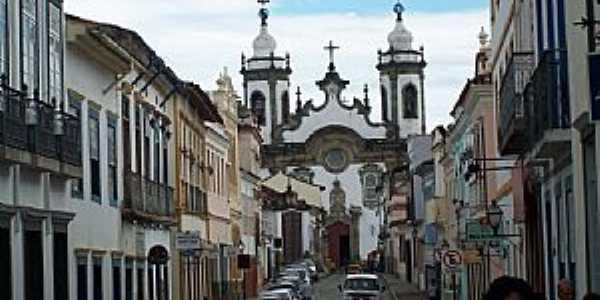 São João Del Rey-MG-Rua Getúlio Vargas e ao fundo a Catedral de N.Sra.do Carmo-Foto:Josue Marinho