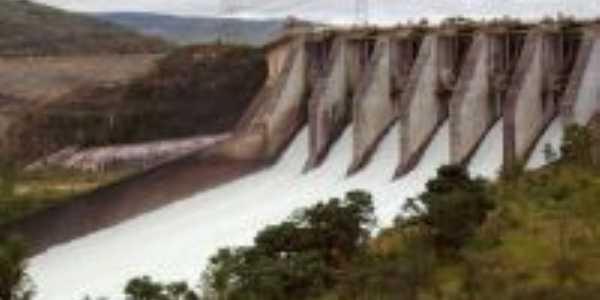 Comportas da Usina hidroeletrica de Furnas, Por Krissia de Souza Barbosa