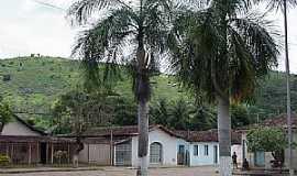 São José da Safira - São José da Safira-MG-A cidade e a serra-Foto:www.asminasgerais.com.br