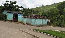 São José da Safira - São José da Safira-MG-Casas e a serra-Foto:www.asminasgerais.com.br
