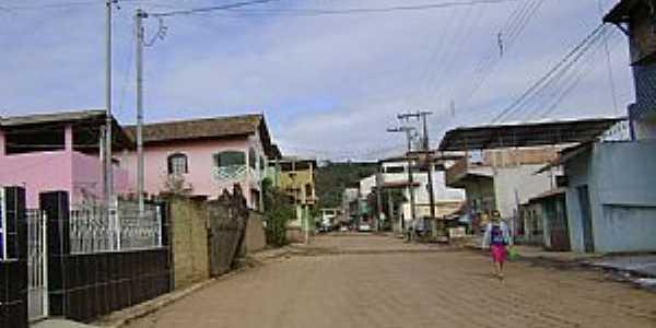 Rua principal no distrito de São José do Itueto, Santa Rita do Itueto - MG - por Gustavo Sturzenecker Moreira
