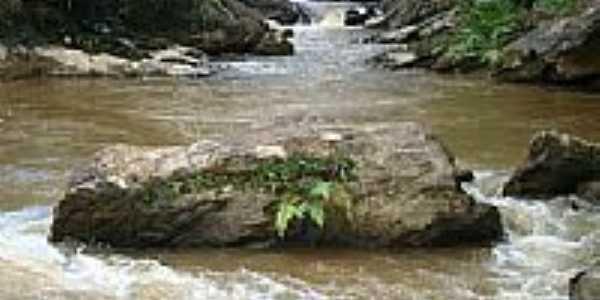 Cachoeira Córrego da Barra em São José dos Lopes-3-Foto:Marcio Lucinda