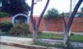 São Pedro das Tabocas - Vista da frente da  escola., Por July Mendes