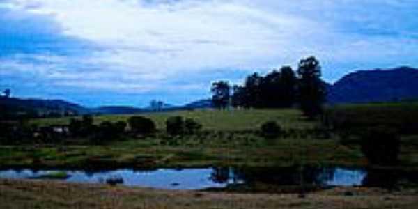 Lago em São Sebastião da Bela Vista-Foto:Fernandotita