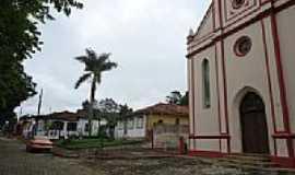 São Sebastião do Gil - Praça e Igreja em São Sebastião do Gil-MG-Foto:blacktrunks