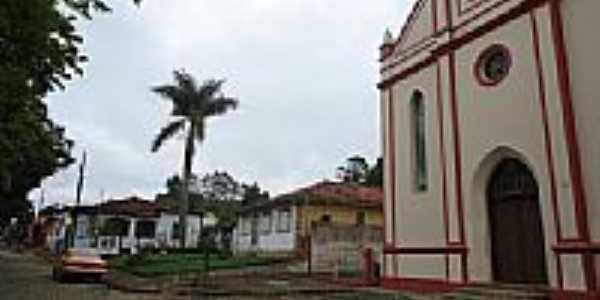 Praça e Igreja em São Sebastião do Gil-MG-Foto:blacktrunks
