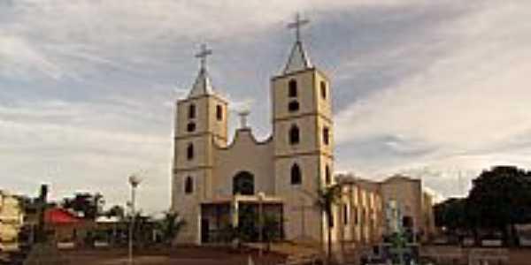 Matriz de São Sebastião em São Sebastião do Pontal-MG-Foto:olintocristo
