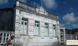 Barcelos do Sul - Barcelos do Sul-BA-Antigo casarão-Foto:vanezacomz.blogspot.