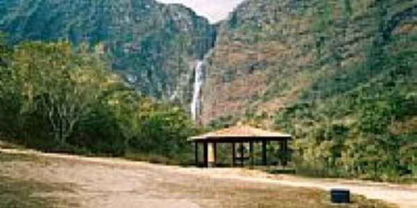 Quiosque com cachoeira ao fundo em Serra da Canastra-MG-Foto:RicardoHossoe