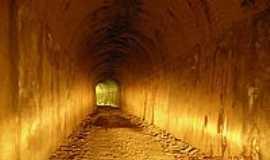 Serra da Saudade - Um dos túneis construídos para a passagem da antiga estrada de ferro em Serra da Saudade-MG-Foto:Adriana de Oliveira