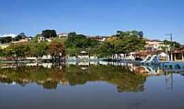 Silvianópolis - Lago e parcial da cidade de Silvianópolis-MG-Foto:STen Costa Manso