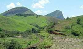 Simão Pereira - Ferrovia e montanhas em Simão Pereira-Foto:montanha