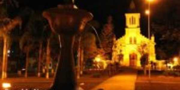 Praça com chafariz e Igreja N. S. da Glória, Por Ronaldo Nunes