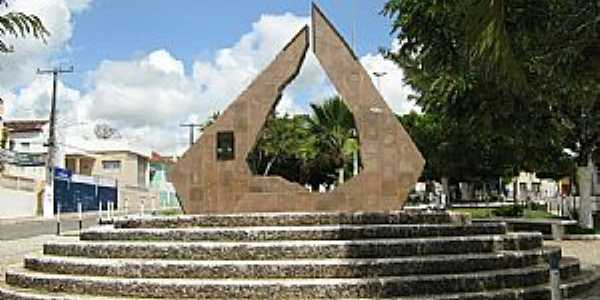 Batalha-AL-Monumento na Praça N.Sra.de Fátima-Foto:danubio36