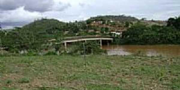 Ponte sobre o Rio Manhuaçu em Tabaúna-Foto:Gustavo Sturzenecker…