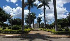 Taiobeiras - Taiobeiras-MG-Praça da Matriz de São Sebastião-Foto:Rômulo Henok