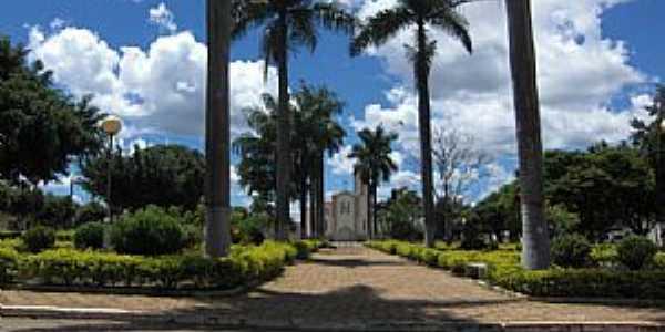 Taiobeiras-MG-Praça da Matriz de São Sebastião-Foto:Rômulo Henok