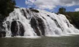 Tapira - Cachoeiras,, Por Keron Rutiely
