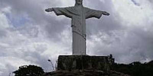 Imagem da estatua do cristo redentor na praça/ centro da cidade , Por Neide