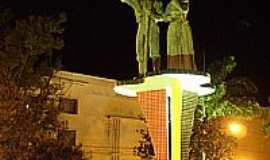 Te�filo Otoni - Monumento aos Imigrantes Alem�es em Te�filo Otoni-Foto:jmfcarvalho
