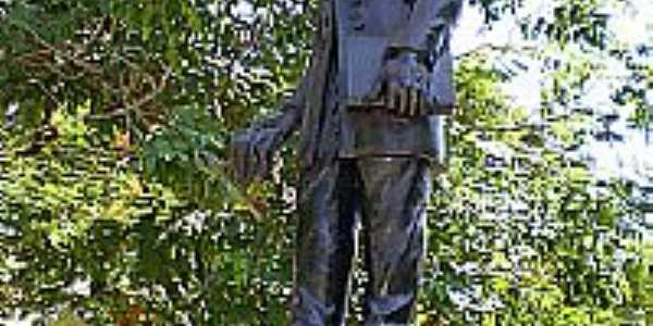 Estátua de Teófilo Otoni na Praça Tiradentes-Foto:jmfcarvalho