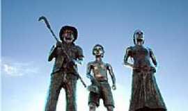 Tim�teo - Monumento em homenagem aos pioneiros de Tim�teo-Foto:gilberth