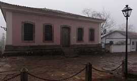 Tiradentes - Tiradentes-MG-Antiga Cadeia P�blica em frente a Capela de N.Sra.do Ros�rio dos Homens Pretos-Foto:Paulo Yuji Takarada