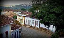 Tiradentes - Tiradentes-MG-Casario Colonial na ladeira-Foto:Ana Maria Scarpellini
