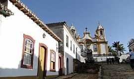 Tiradentes - Tiradentes-MG-Casarios coloniais e ao fundo a Matriz de Santo Ant�nio-Foto:Paulo Yuji Takarada