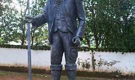 Tiradentes - Tiradentes-MG-Estátua do Alferes-Foto:Josue Marinho