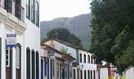 Tiradentes - Tiradentes-MG-Rua Direita com a Serra de São José ao fundo-Foto:Josue Marinho