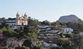 Tiradentes - Tiradentes-MG-Vista parcial da cidade e ao fundo a Serra de S�o Jos�-Foto:Paulo Yuji Takarada