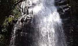 Tocos do Moji - Ducha dos Anjos foto por Saulo Henrique Pereira (Panoramio)