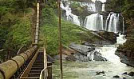 Tombos - Cachoeira no Rio Carangola por Andre Alvim(Xôxô)