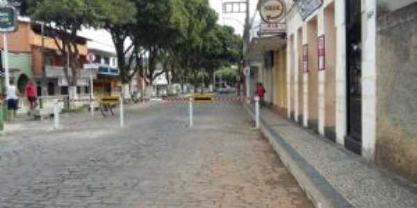 �rea central da cidade de tombos mg, Por Marcelo Serpa