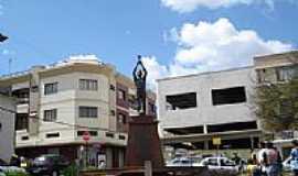 Tr�s Cora��es - Estatua em homenagem a Pel� foto Gilson G. Aguiar