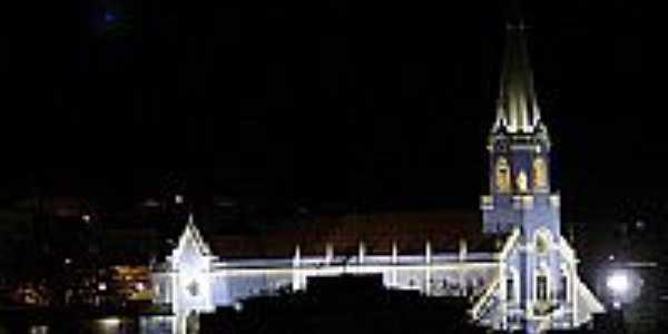 Matriz da Sagrada Família, vista noturna-Foto:ampaix