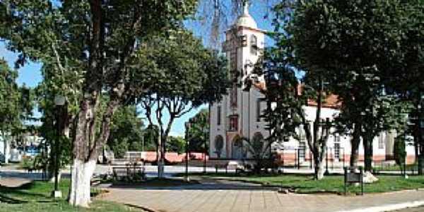 Tumiritinga-MG-Praça e Matriz do Sagrado coração de Jesus-Foto:Izaides