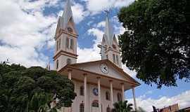 Ubá - Ubá-MG-Matriz de N.Sra.do Rosário-Foto:Vicente A. Queiroz