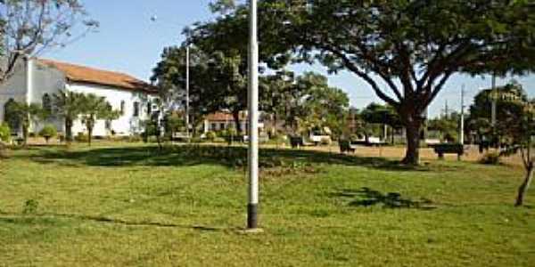 Uruana de Minas-MG-Praça da Matriz-Foto:João Cássio Barbosa Costa