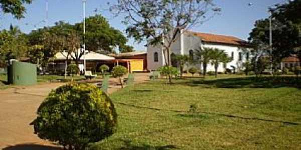 Uruana de Minas-MG-Praça e Matriz de N.Sra.da Conceição-Foto:João Cássio Barbosa Costa