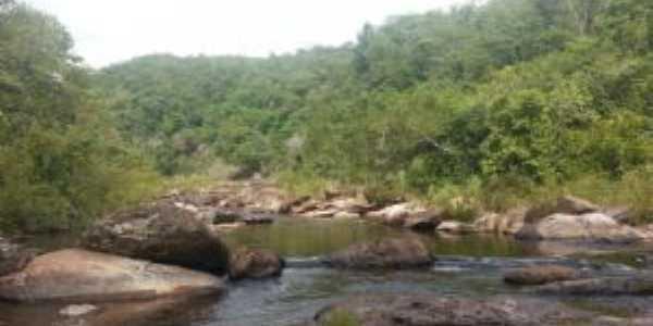 rio em Valo Fundo, Por Gabriela